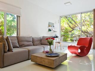 3 Bedroom Comfortable Designed with parking, Tel Aviv