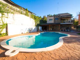 Pleasant family villa in Matadepera, located right outside of Barcelona!