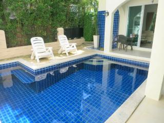 NICE VILLA, 3 bed private pool gym in Nai Harn, Chalong