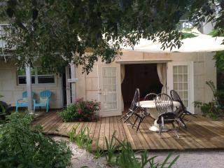Olde Beach House 2 double ensuites close to beach, Providenciales