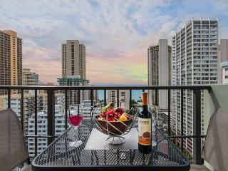 Ocean View Condo Full Kitchen and Free Parking, Honolulu