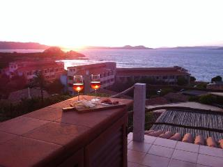 Apartment 6 beds wonderful panorama and pool, Baia Sardinia
