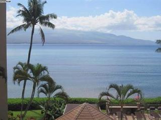 Island Sands 402 ~ Spectacular 2 Bedroom 2 Bath Oceanfront Condo!, Maalaea