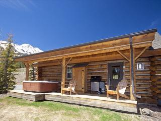 2BD Cabin Retreat: Skiing by Winter or Yellowstone & Adventure by Summer!, Big Sky