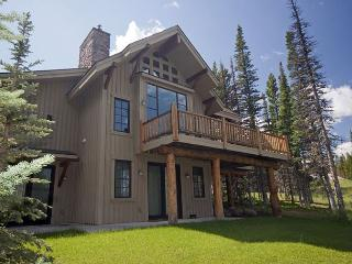 3+BD Mountain Home: Pool Access, Summer in Yellowstone or Winter Ski-In/Out!, Big Sky