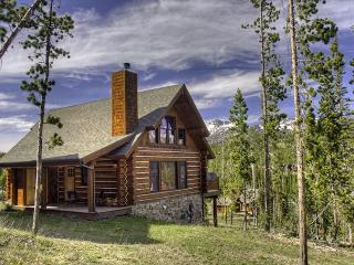Spacious 4 BD Mountain Cabin Close to Yellowstone: Hiking, Rafting, & More!, Big Sky