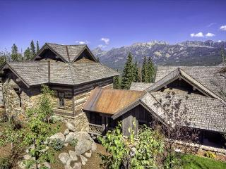 Luxury 5BD Home: Game Room, Ski Room, Gorgeous Outdoor Living Area & More!, Big Sky