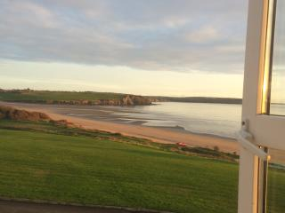 3 bedroom house with great beach  and sea view, Duncannon