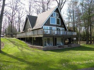 Golf Course Home in Beautiful Poconos, Greentown