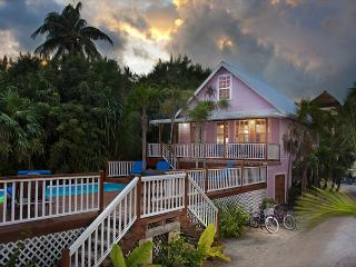 New Beach Front 3 bedroom 2 bath home with private pool, dock, Beach & AC, Caye Caulker
