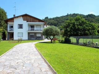 Wonderful relaxing villa with private beach!, Ranco