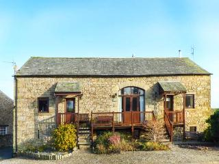 SYCAMORE BARN, beautiful, rural setting, spacious accommodation, woodburner, WiFi, near Maulds Meaburn, Ref 917143