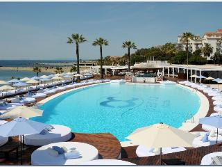 2 bed apt by Ocean club Puerto Banus-ADM