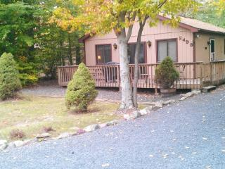 2 bdr./Mt.. Pocono area, with 7 person hot tub, Tobyhanna