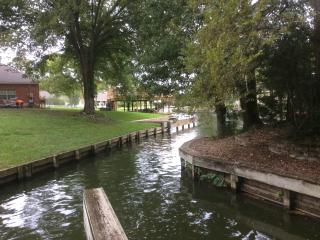 Waterfont  5/3/2, private, boat slip and golf cart, Montgomery