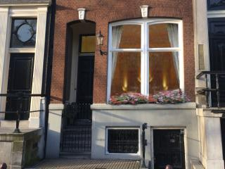 Chariot Amsterdam 4 bedroom canal apartment