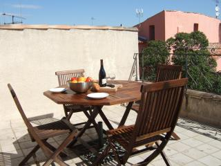 17thC Stone Townhouse + Terrace in Heart of Agde