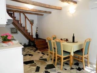 TH00400 House Elena / Two bedrooms, Pazin