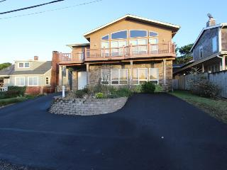 Oceanview home w/soaking tub & game table!, Arch Cape