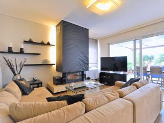 Luxury Apt near beach & metro, Glyfada