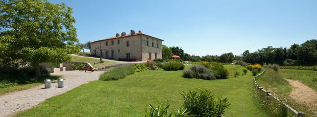 Tranquil Umbria Villa with a Private Pool and a Large Garden - Podere Agapanthus, Montegabbione