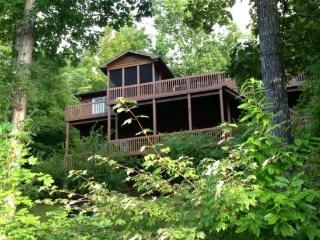 Just Relax in a beautiful lakefront vacation home on Norris Lake, Jacksboro