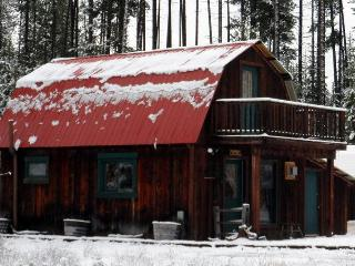 Deluxe Rustic Cabin / 3 private acres  Glacier Park, Coram