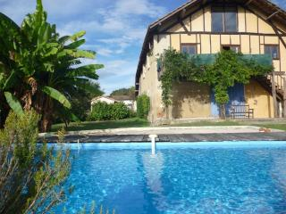 Rural Renovated Barn with shared Swimming Pool, Masseube