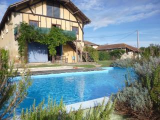 Rural Barn Conversion with Swimming Pool & Views, Masseube