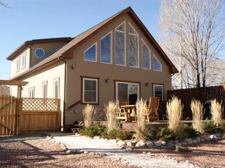 RIVER CITY CHALET - RIVER FRONT HOME -  PETS OK!, Salida