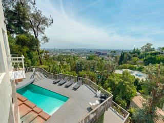 Sunset Plaza Villa with a breathtaking view, West Hollywood