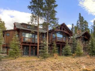Close to Town, Ski Lifts & Golf - Spacious Morning Star Lodge with Hot Tub, Breckenridge