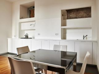 Città Alta - newly renovated, perfect location, Bergamo