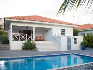 villa with private pool for rent, Willemstad