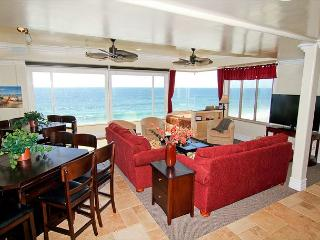 9BR in Carlsbad Village on the Beach, Spa, Rooftop Deck, Stunning!