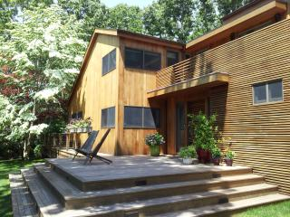 Private BR / BA in Contemporary Home, East Hampton