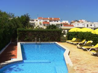 Private villa beautiful pool and gardens, 4 guests, Alvor