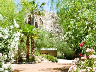 Indian Cottage - One Bedroom, Morongo Valley
