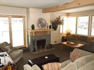 Prospector #134, Warm Springs - Four Bedroom condo Walking distance to the lifts, Ketchum