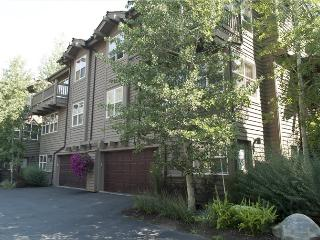 River Ridge Lane - #215A, Quiet Ketchum Townhome near River Run Ski Lifts;