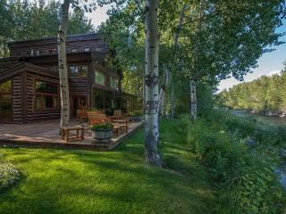 Broadway Run 34 - Central Air Conditioning Grand Rustic Mountain Getaway on the Big Wood River, Ketchum