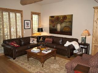 Wood River Drive #297, Unit J, Beautiful West Ketchum location, with private hot tub - Walk to River Run lifts