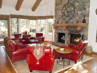 Red Fox Lane 150-B - Chateau at Northwood townhome close to downtown and the ski lifts., Ketchum