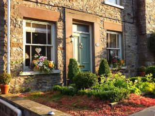 EMCOT, character cottage, woodburning stove, WiFi, king-size double bed, in Preston-under-Scar, Ref 917793
