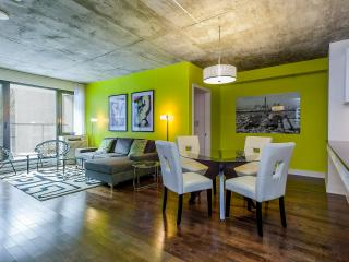 Luxury Downtown 2 bdrm Condo,  3362, Montreal