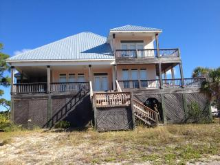 Beautiful House in Gated DeSoto Landing Neighborhood, Porches, Pool and Tennis Court, Dauphin Island