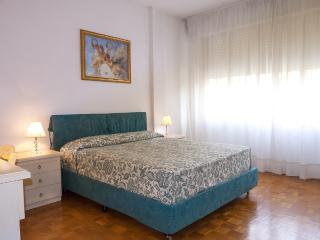 2 Bedroom Apartment in Pisa with Free Wifi