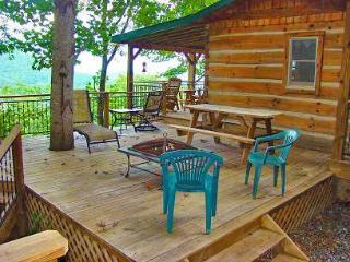 Bear Hug Cabin - Romantic Cabin 4 Miles from Town with Hot Tub and Great View, Bryson City