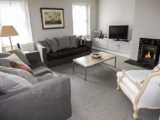 TY-BANC, first floor apartment, woodburning stove, private courtyard with furniture, close to city's amenities in the centre of St Davids, Ref 29278