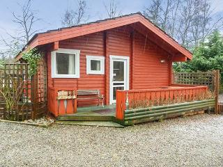 SPRUCE LODGE, detached log cabin, single-storey, pet-friendly, walks and cycle routes in the area, in Strathpeffer, Ref 30494